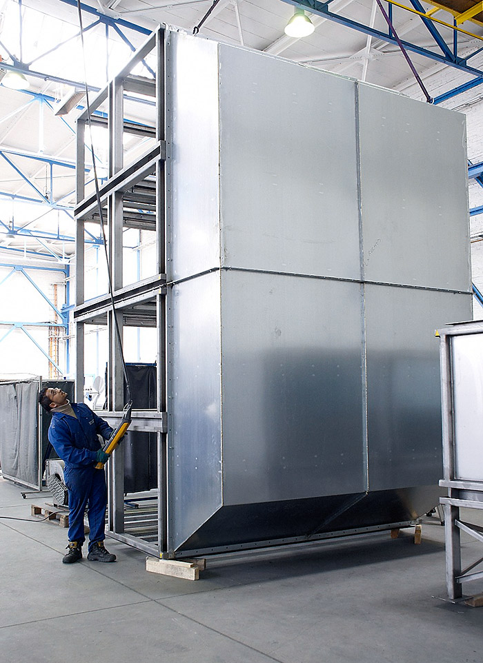 High-temperature plate heat exchanger tower for a wood-drying plant.